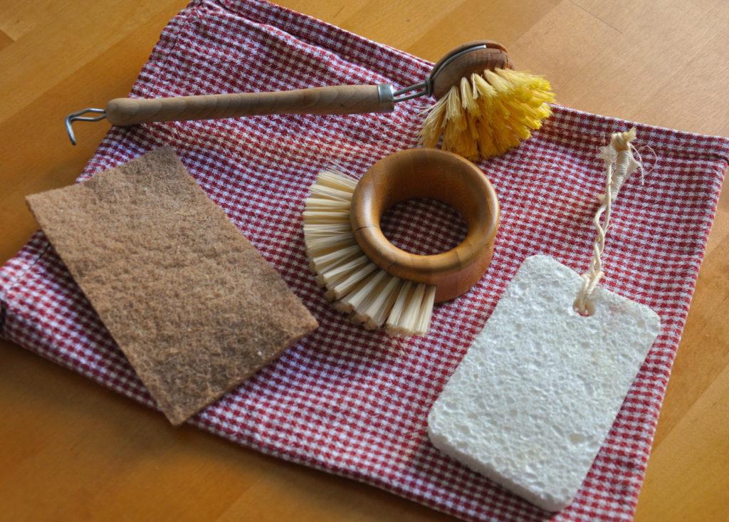kompostovatelné pomůcky na mytí nádobí bez plastu
